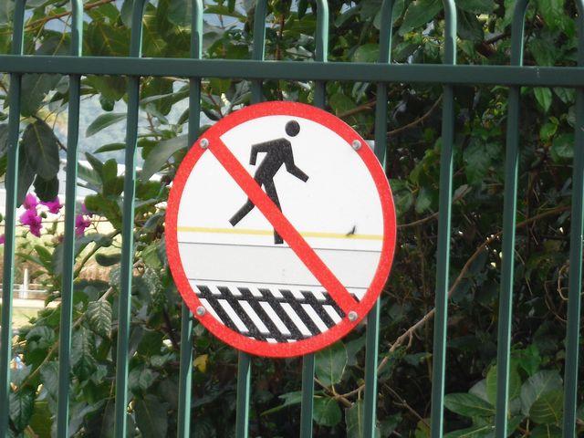 線路横断禁止