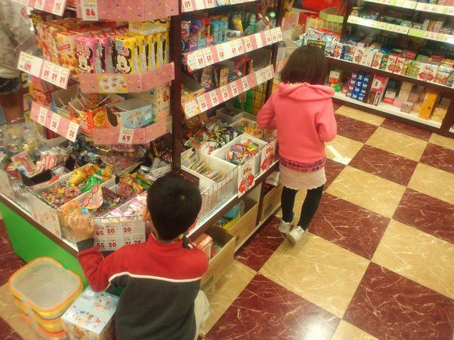 お菓子選び