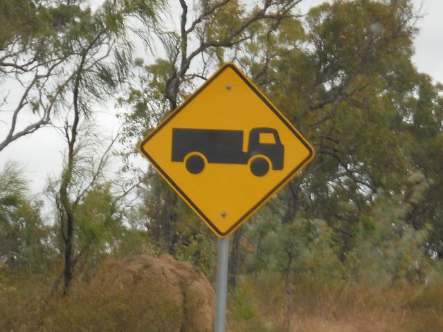 トラック注意