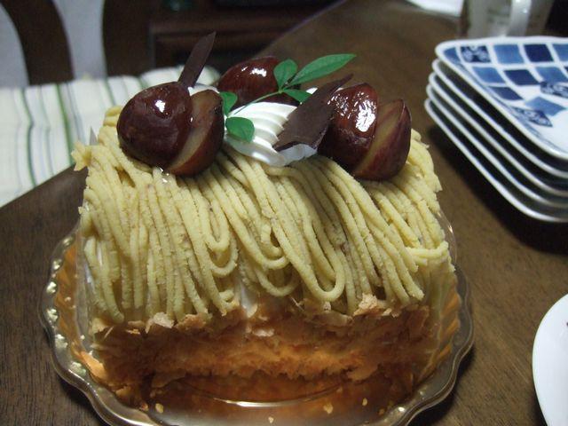 モンブランのロールケーキ
