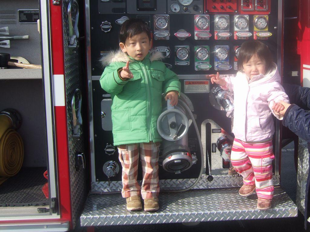 米軍の消防車と《とり》と《いぬ》