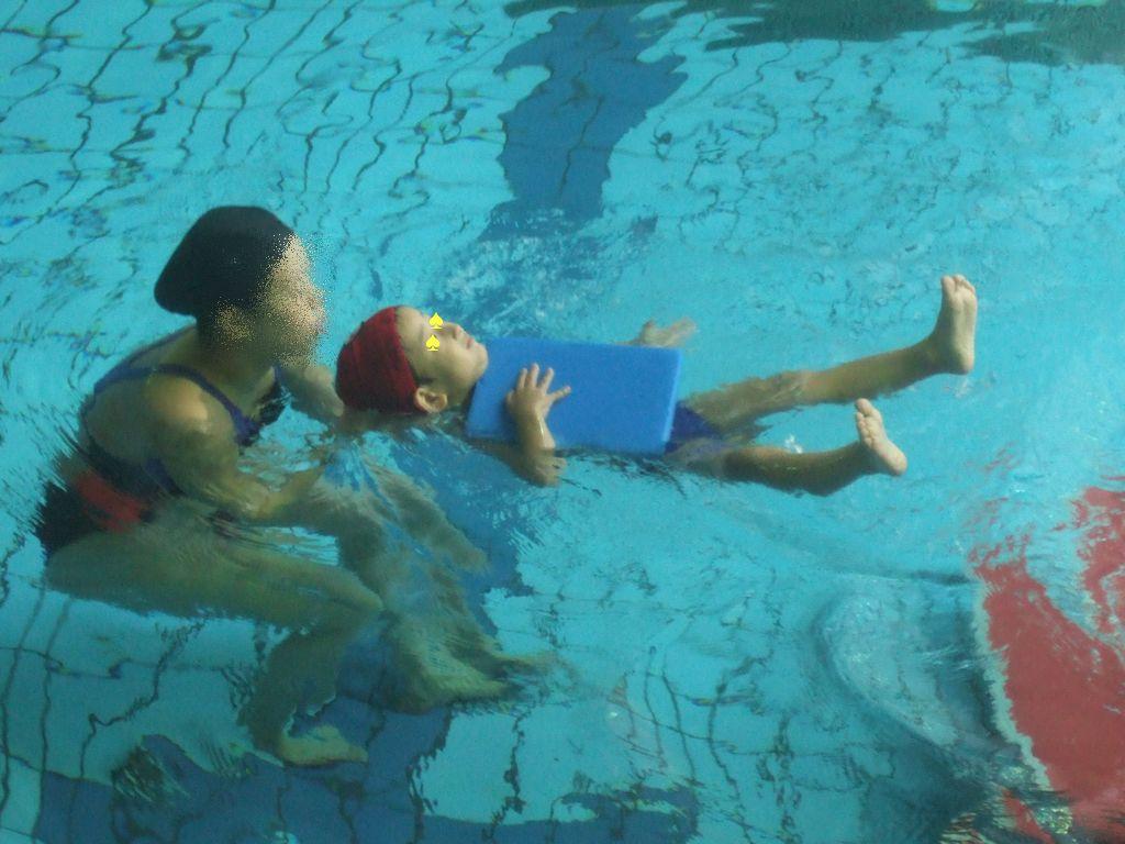 ラッコ泳ぎ